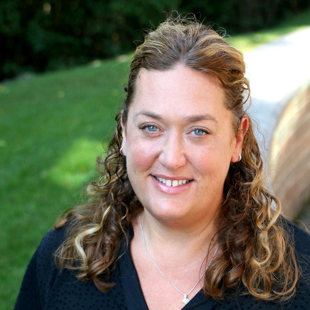 headshot of Stacie Nagorsk